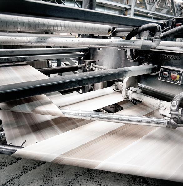 Beneficios de plastificar tus trabajos impresos en color plata